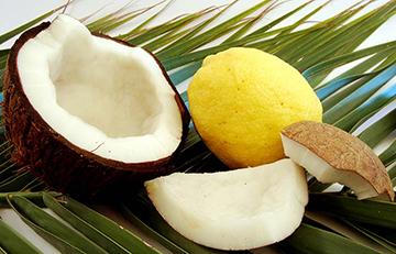 Como fazer alisamento natural com leite de coco e suco de limão.