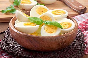 Dieta com ovo ajuda controlar queda de cabelo.